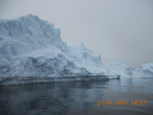 Another view of the bluish coloured iceberg.