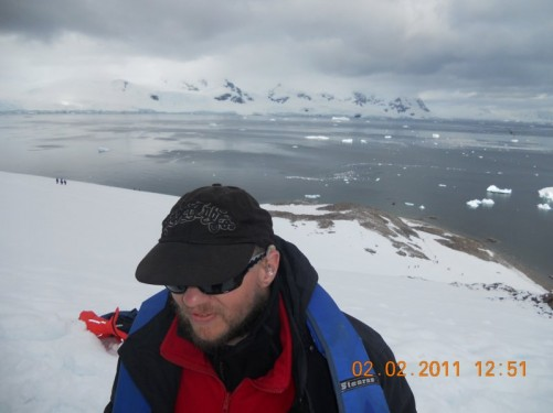 Tony on the snow covered ridge. Behind him a good view across the icy sea.