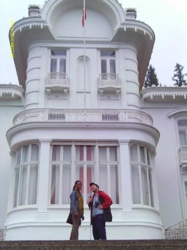 Tony and Tatsinda on steps outside The Ataturk mansion.