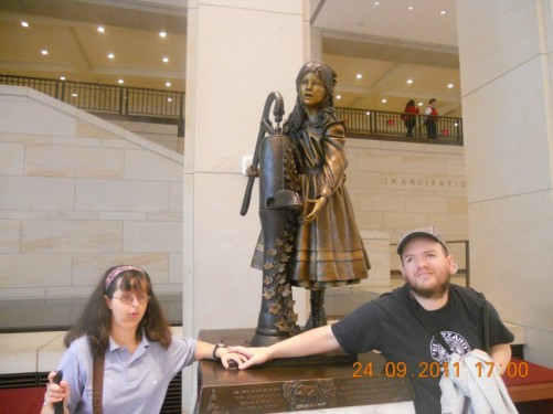 Tony, Tatiana in front of a bronze statue of Helen Keller, author, political activist and teacher (1880-1968), from Alabama. The statue depicts her at the water pump when a child.