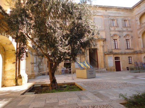 Vilhena Palace courtyard, including a piece of artwork depicting a butterfly.