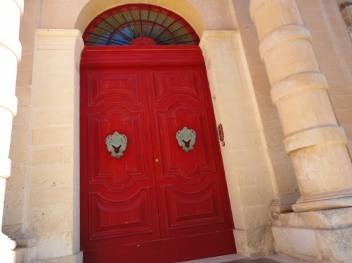 The large red door to a building on Villegaignon Street. In typical Maltese style.