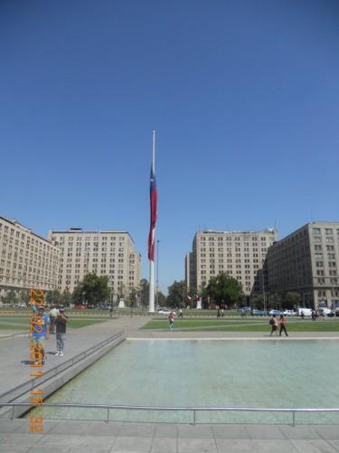 Looking towards an enormous flag pole flying the Chilean flag in Plaza de la Ciudadanía.