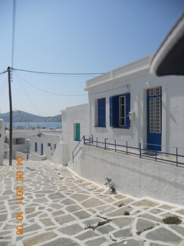 A quiet street in Naoussa.