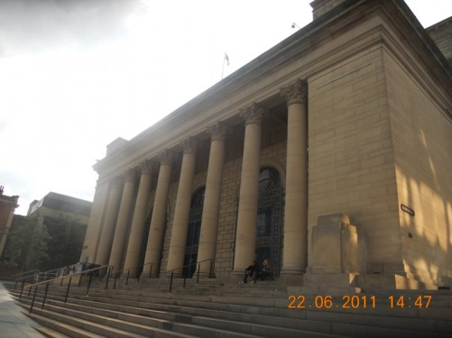 The front of Sheffield City Hall.