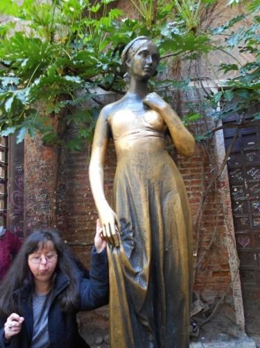 Tatiana by a bronze statue of Juliet. Courtyard outside Juliet's House (Casa di Giulietta).