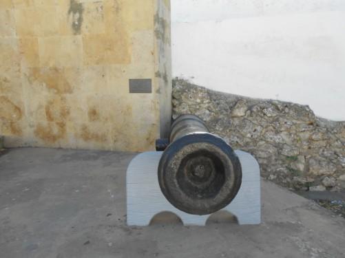 A canon, part of the memorial.