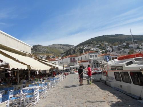 A café next to the harbour.