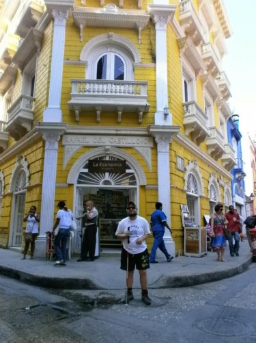 Tony outside a grand-looking colonial building painted in yellow and white on a street corner in the old town. A chemist occupies the ground floor. An stone-carved name above the door reads 'Rafael del Castillo y cia' (a flour and cornmeal manufacturer).