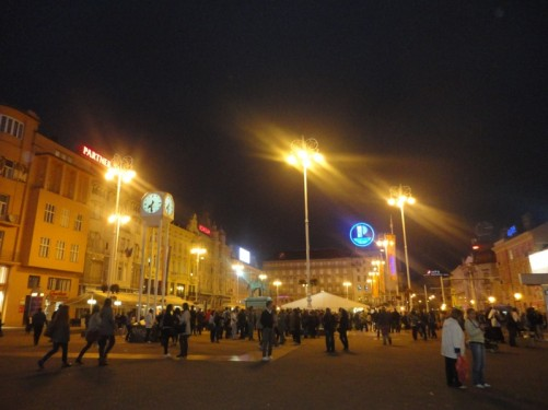 Ban Jelacic Square crowded with people in the early evening.