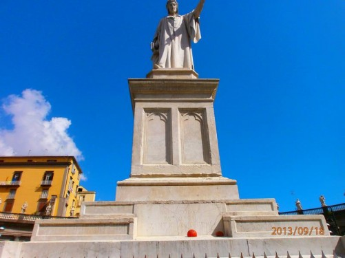 Looking up at the stone Dante statue itself.