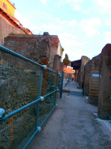 View along a narrow Roman side street.