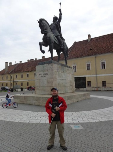 Tony in front of a large bronze statue of Michael the Brave (Mihai Viteazu) on horseback. He was a Romanian prince who lived between 1558 and 1601. During his reign between 1593 and 1601 he successfully united for the first time the three Romanian principalities of Wallachia, Transylvania and Moldavia.
