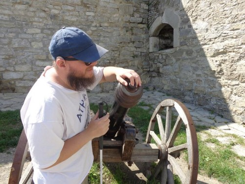 Tony touching an old canon in the castle's inner courtyard.