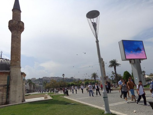 Konak Square busy with people. On the left, the minaret of Yali Mosque. This mosque was constructed in 1755 under the patronage of Ayse Hanim, the wife of Katipzade Mehmet Pasa, who governed Izmir at the time.