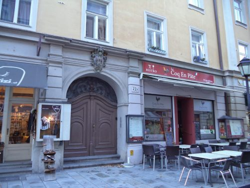 A large arched doorway on Linzergasse.
